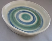 White tray with circles of green and blue decoration - Ceruleanblue