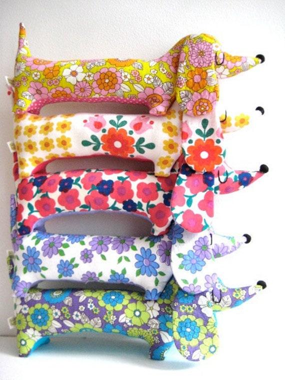 Mini Dachshund - 60s Vintage Floral Amarillo Folk