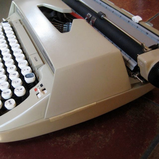 manual smith-corona typewriter