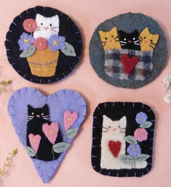 Cute Cats Wool Pins PDF Pattern kitty - brooch jewelry primitive flowers felt kittens