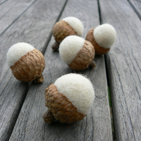 White Wedding Favors, Wool Acorns 10 Handmade Neelde Felted Colorful Home Decor Waldorf Woodland Natural Nature Fall Snow White rustic