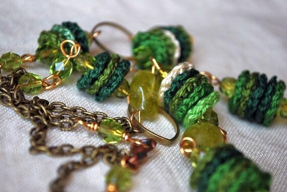 Длинные ожерелья вязания крючком.  Ювелирные изделия из бисера.  Зеленый.  Оливковое кварцевые