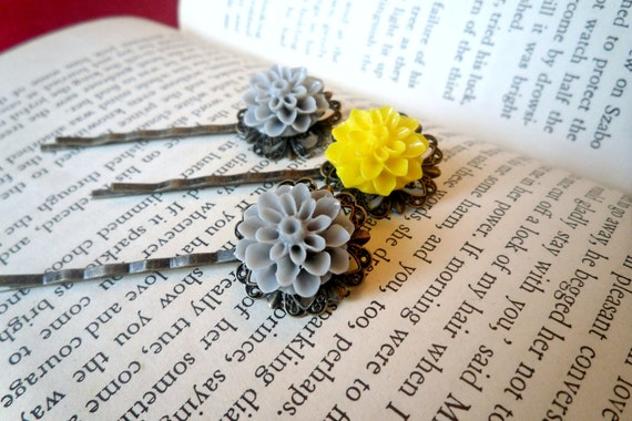 Grey and Yellow Mum Bobbies