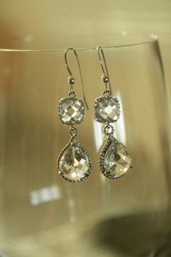 Wedding Earrings  Gorgeous Crystal Clear Drop Bridal Earrings on Silver.  Wedding, bridal, bridesmaid