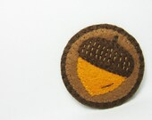Acorn felt pin - made to order - hanaletters