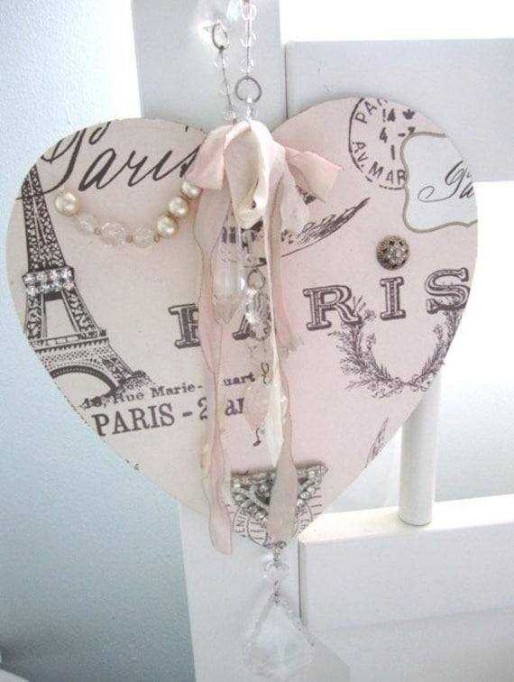 Потертый из древесины и бумаги Парижа коллаж