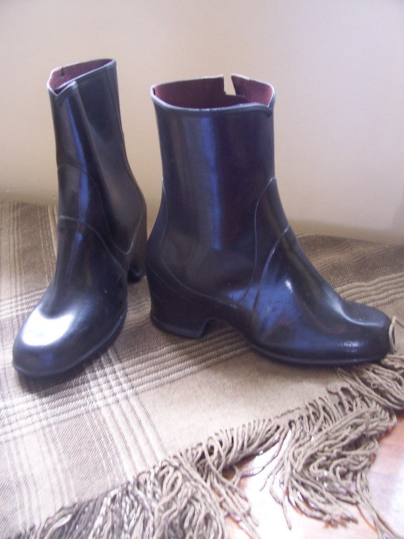 Vintage 1930s or 1940s women's galoshes or overshoes size 7