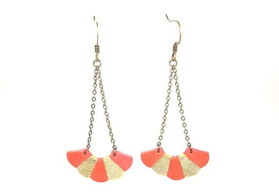 Boucles d'oreille fleur en cuir corail et platine