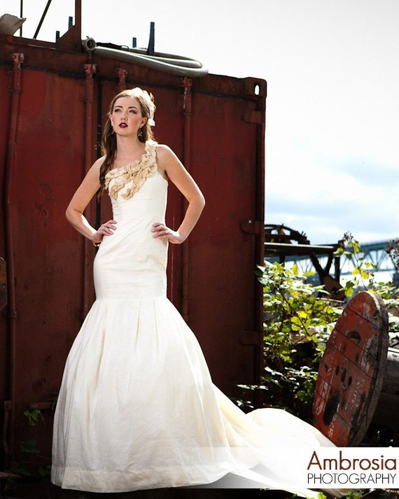Modern Wedding Dress Eco Friendly Dramatic Mermaid Silk Asymetrical Neckline