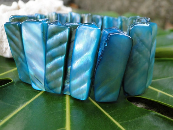 Jamaican Mother of Pearl Bracelet - Turquoise Blue Toned Elastic Bracelet - Caribbean Sea Iridescent Shell Bracelet