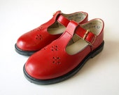 vintage 70s girls red leather MARY JANE t strap SHOES 7.5 - therobotparade