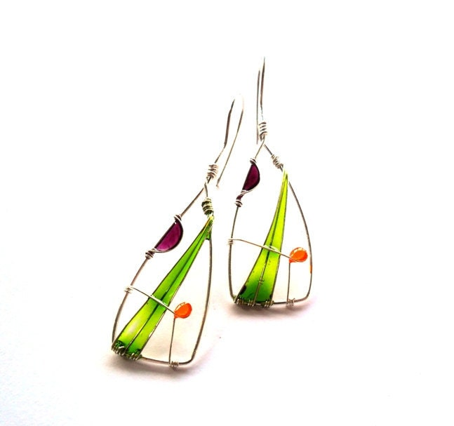 boucles d'oreilles en fil métallique et résine colorée
