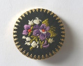 Vintage embroidered pin - salvadordream65