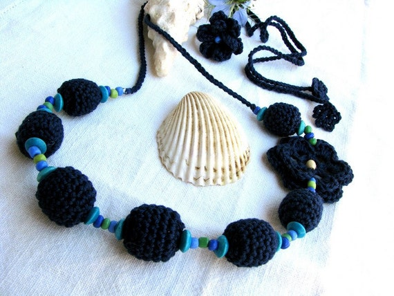 Crochet beads necklace with ring in navy blue, turquoise, green