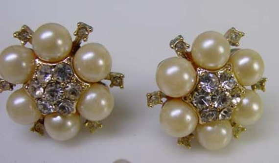 Vintage Mod 1960s Gold Tone Faux Pearl & Rhinestones Floral Cluster Screw Back Earrings..Mid Century Retro