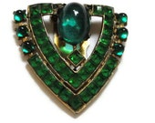 Beautiful Emerald Green Dress Clip - LeasAtticSpace