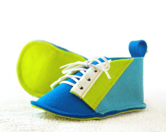 Baby boys shoes blue, turquoise, azure & lime baby booties, Retro Modern style baby slippers in pure wool felt