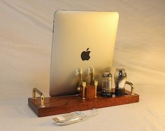 iPad - iPhone - iPod - Dock - Sync and Charging Station- Tube Model Steampunk -  Vintage Radio look