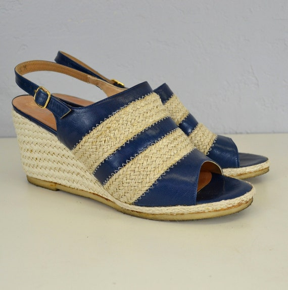 1960's wedge women's shoes in woven material and blue leather