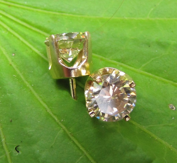 1.30 ct (.65ct each) Stud Earrings, Natural VS Diamond set in 14K Yellow Gold