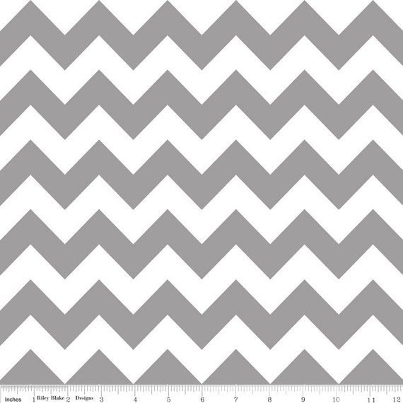 Riley Blake - CHEVRON  Grey  - 1 YARD