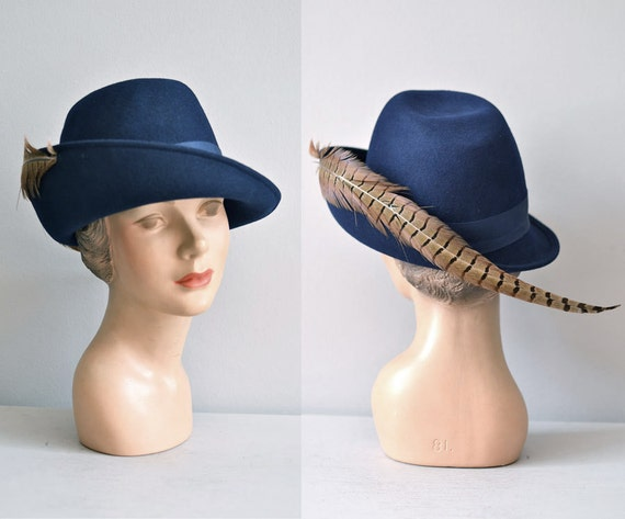 vintage 60s hat / cloche 1960s hat / feather / cloche hat