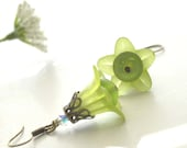 Lime Green Flower Earrings - bstrung