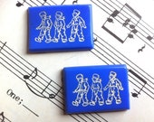 Blue Glass Rectangle Cabochon 25mm x 19mm with Dutch Boy Motifs (APS351) - atomicpopsupplies