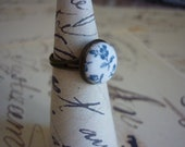Handmade Fabric-Covered Blue and White Floral Adjustable Ring (Antique Bronze colour)