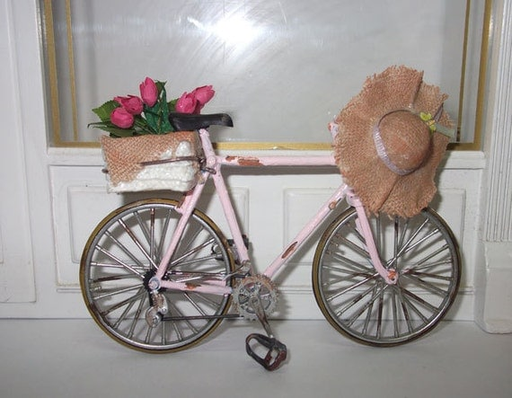 Dollhouse miniature old pink bike, scale 1/12
