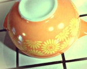 Vintage Pyrex Orange & Yellow Daisy Mixing Bowl - JuniperCircus