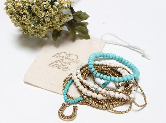 FERRADURA-Conjunto de estiramento empilháveis pulseiras de contas de Branco, turquesa e bronze / Boho chique / étnico / sudoeste / proteção / artesanal