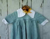 After Christmas SaleVintage green and white gingham toddler play dress - happydayantiques