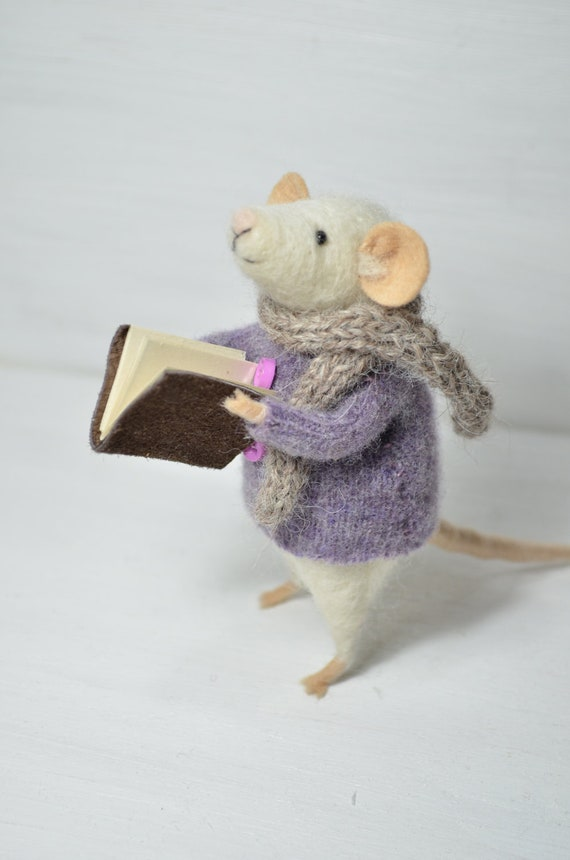 Little Reader Mouse - unique - needle felted ornament animal, felting dreams by johana molina