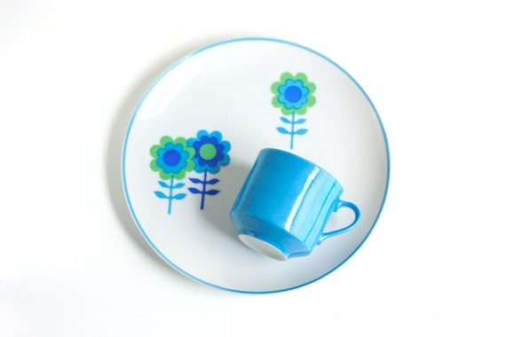 Vintage Mod Flower Snack Sets