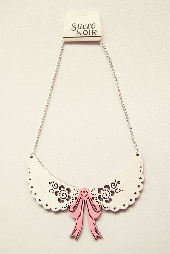 wooden lace collar with bow