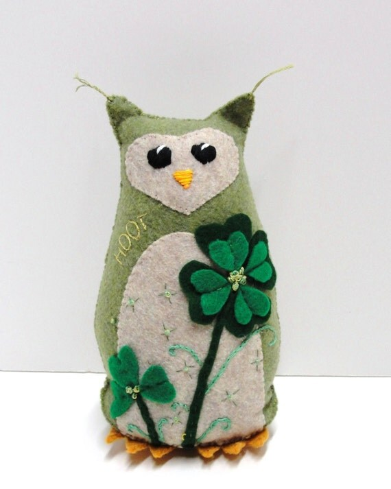 St. Patrick's Day owl- stuffed felt owl- 8 inch HOOT owl in mossy green with lucky four leaf clover and shamrock