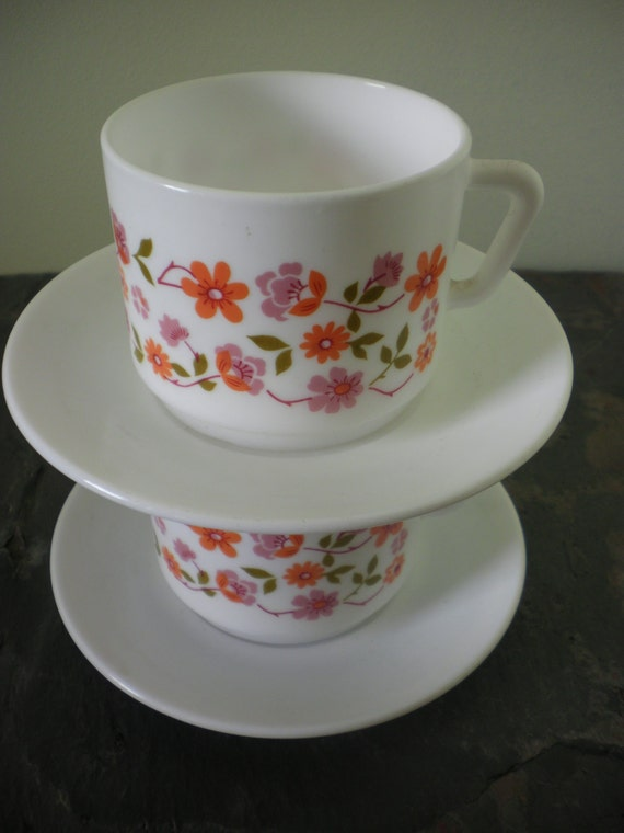 Vintage 70s french arcopal scania orange flowers x 2 cups and saucers ...tea for two