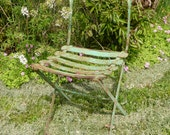 Charming Rustic Foldable Vintage French Garden Chair - RuedesTrouvailles