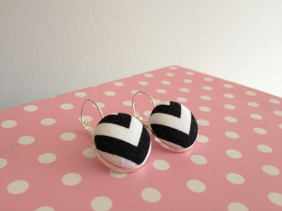 Black and White Chevron Earrings- size 3/4""