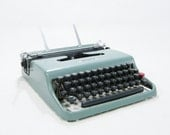 Vintage Portable Typewriter 1960s - ohiopicker