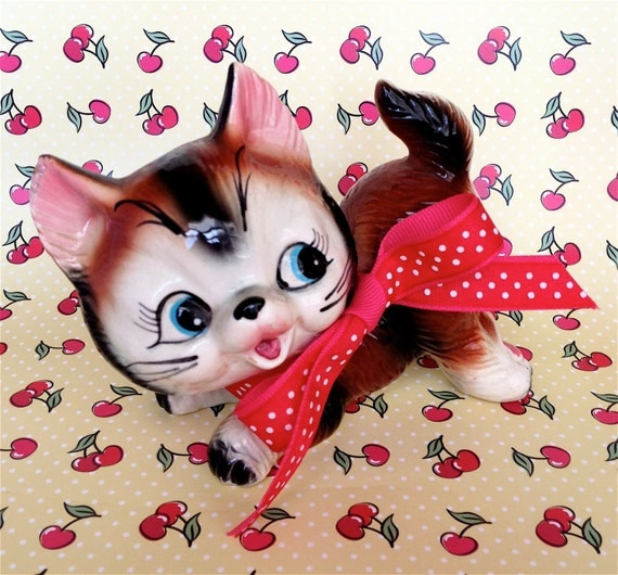 Vintage Kitsch Super Cute Kitty Cat Ready to Pounce Figurine Japan