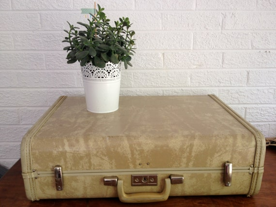 Vintage Tan Marble Hardshell Suitcase - Royal Traveller