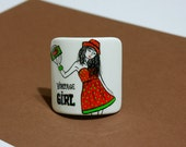 "Scrunchy ""vintage girl"". Wood, hand-painted."