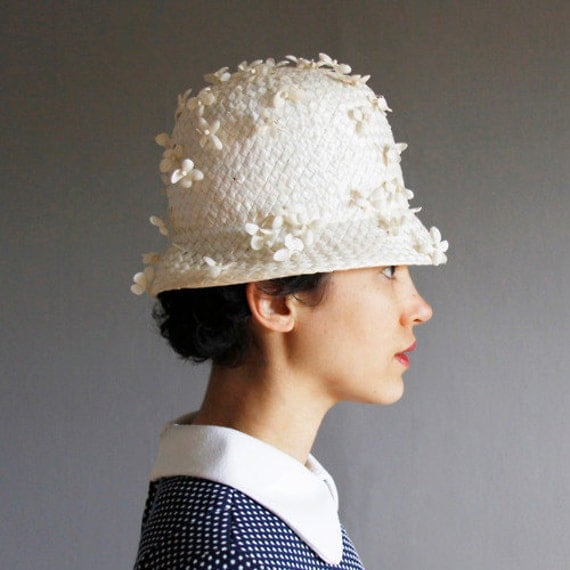vintage don anderson white floral straw hat cloche shape from the 1960s