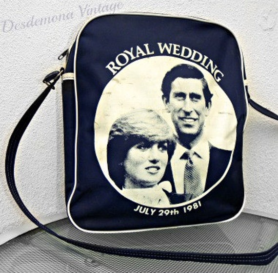 Vintage Original '81 Princess Diana wedding commemorative hand bag in NAVY Royal Family london kitsch collectable 80S