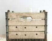 Vintage Dairy Crate - lovintagefinds
