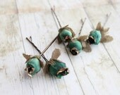 Emerald and Gold Flower Hair Pins, Bridesmaids. Bridal, Whimsical, Summer, Spring, Emerald Green, Weddings. Hair Accessories - rosesandlemons