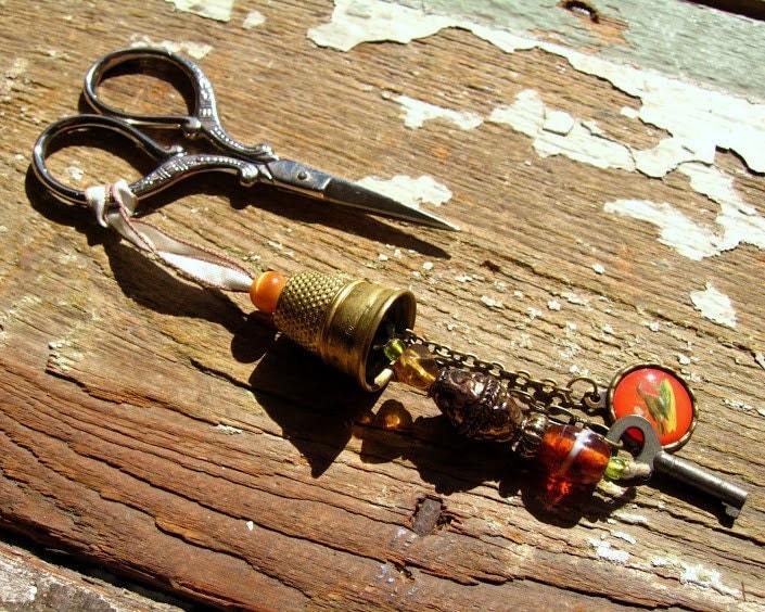 vintage thimble scissor fob