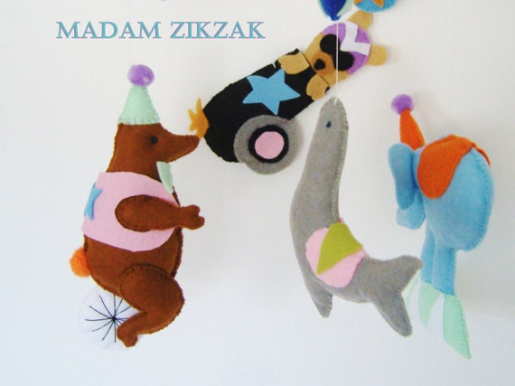 Baby grib mobile - Nursery mobile - Baby mobile -Felt mobile - Circus mobile